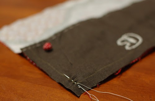 How to make a button pouch with two pockets 11