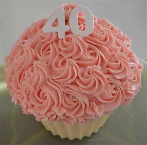 Little Paper Cakes: 40th Birthday Giant Cupcake & 24