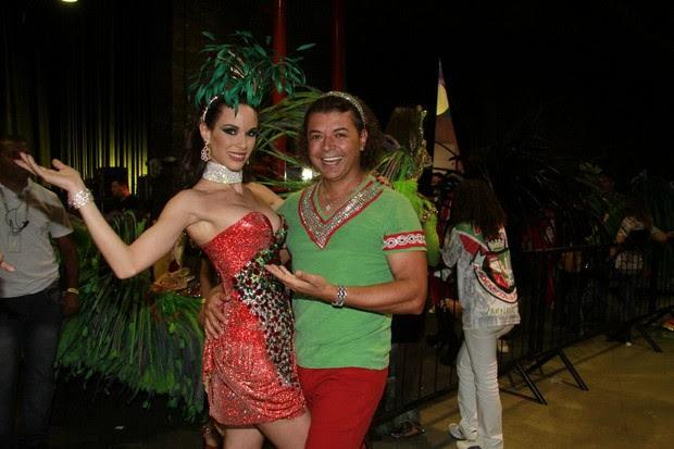 Ana Furtado, rainha de bateria da Grande Rio, e David Brazil na gravação da vinheta de carnaval no Rio (Foto: Isac Luz/ EGO)
