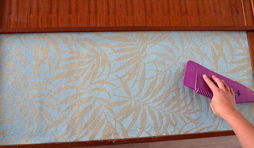 Coller Du Papier Peint Sur Un Meuble - Papier Peint Collection