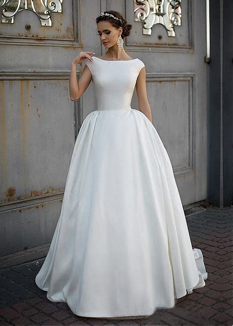 Simple Satin Vintage Modest Wedding Dresses 2017 Cap