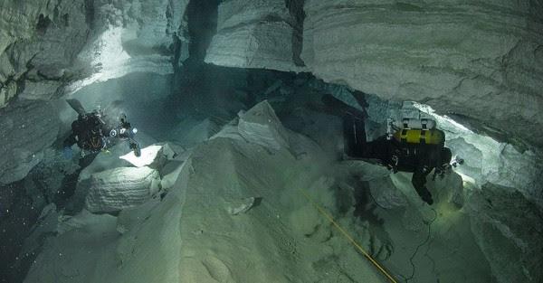 Perierga.gr - Υποθαλάσσιες σπηλιές