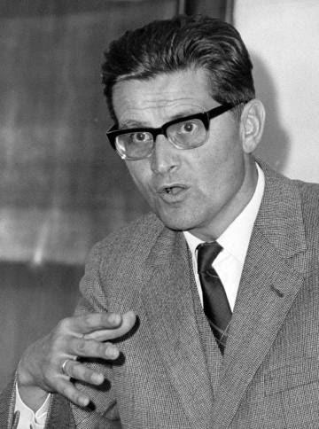 El filósofo Karl-Otto Apel, retratado en 1965.