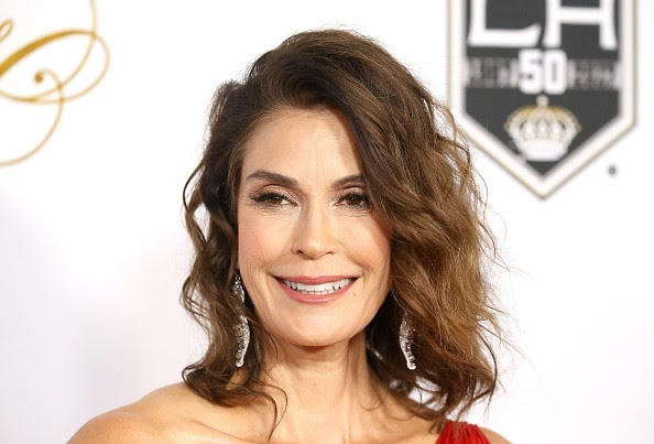 http://data.asiastarz.com/data/thumbs/full/25810/600/0/0/0/supergirl-season-2-spoilers-desperate-housewives-star-teri-hatcher-cast-as-new-villain.jpg