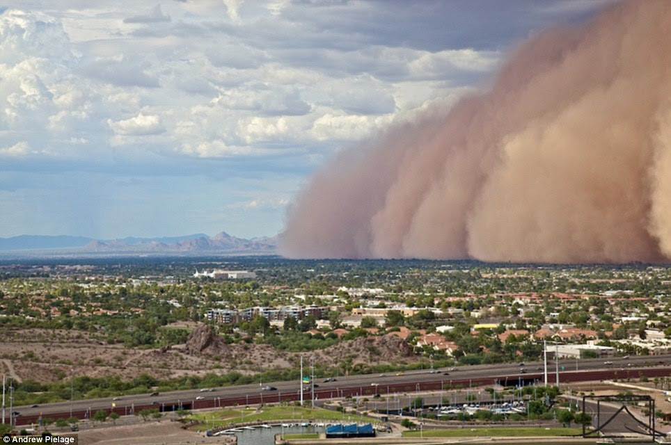 The 2,000 foot tall haboob cloud covers the city of Phoenix, Arizona cutting power to 9,000 homes