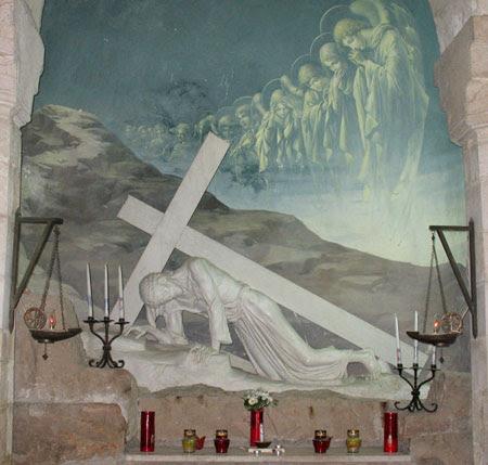 Drumul Crucii - Via Dolorosa - III - Prima cadere a Mantuitorului, sub povara Crucii