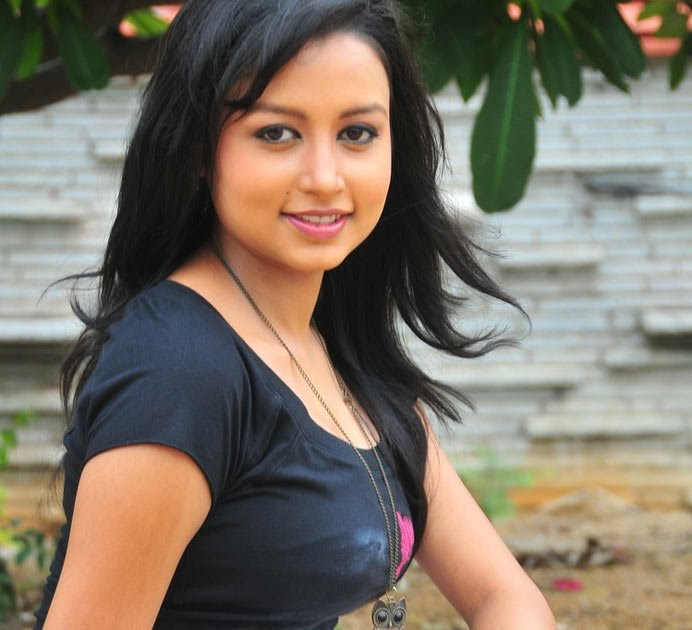 TELUGU WEB WORLD: Telugu-actress-richa-hot-masala-still