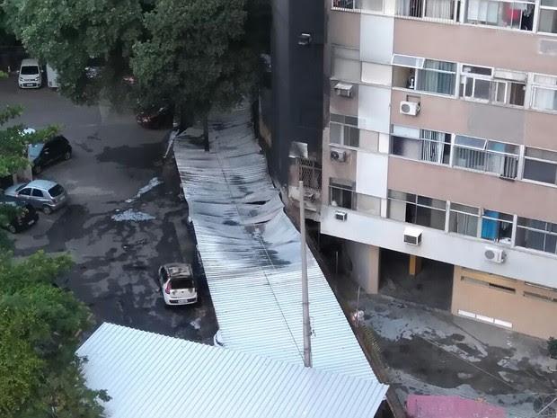 Estacionamento de orfanato pegou fogo no Catete, Zona Sul do Rio (Foto: Whatsapp RJTV)