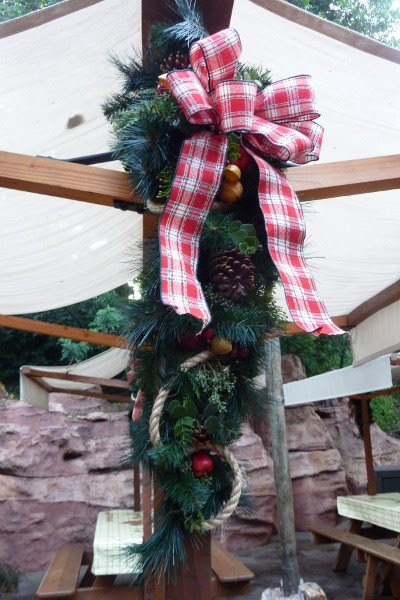 Rustic Holiday Decor Ideas from Disneyland's Big Thunder Ranch ...