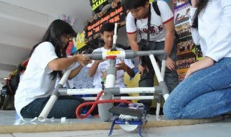 Ratusan Siswa Ikuti Lomba Roket Air di Jogjakarta