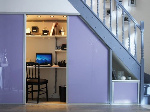 espacio de trabajo bajo las escaleras