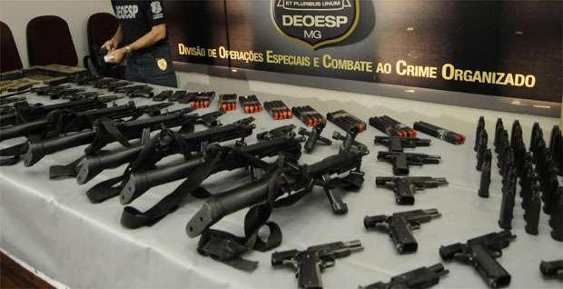 Armas estavam escondidas em quatro casas na cidade de Ribeirão das Neves, onde fica a Central de Escoltas (Jair Amaral/EM/DA Press)