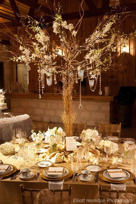tall centerpiece.  I'm All about the Manzanita Trees! Love