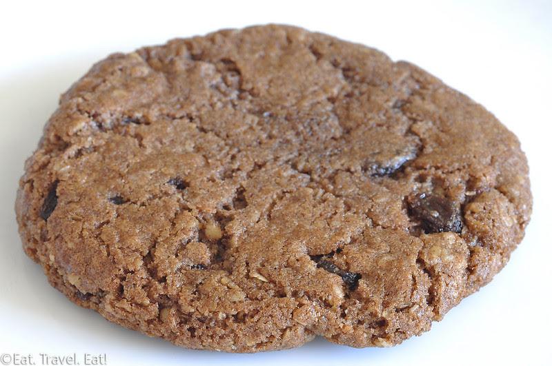 Deluscious Cookies and Milk- Los Angeles, CA: Vegan Oatmeal Raisin