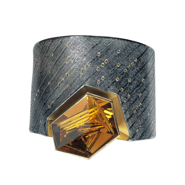 Cuff Bracelet: 925/0 silver, 22 k gold, platinum, citrine Munsteiner-cut 58,17 ct, brown diamonds 0,51 ct   |  Artist:  Peter Schmidt  |  www.atelierzobel.com