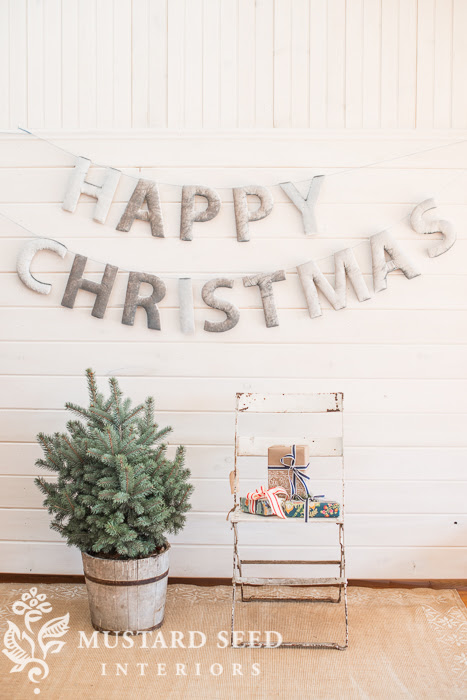 Handmade Happy Christmas Banner from Miss Mustard Seed | Friday Christmas Favorites at www.andersonandgrant.com
