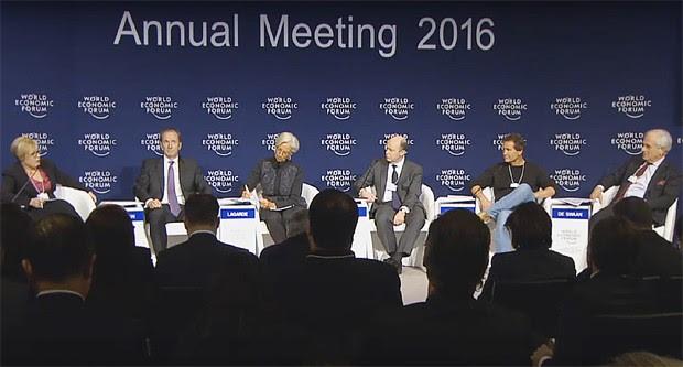 Painel sobre o futuro do mundo financeiro, em Davos (Foto: Reprodução/ YouTube)