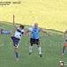 Héctor Desvaux lucha por el balón