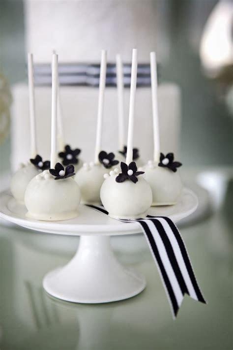 Best 25  White cake pops ideas on Pinterest   Edible gold