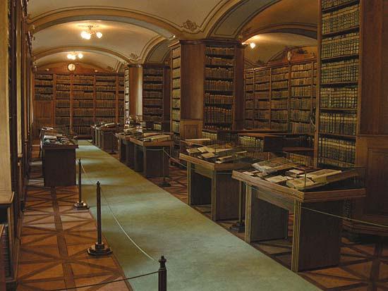 Kalocsai Főszékesegyházi Könyvtár, díszterem