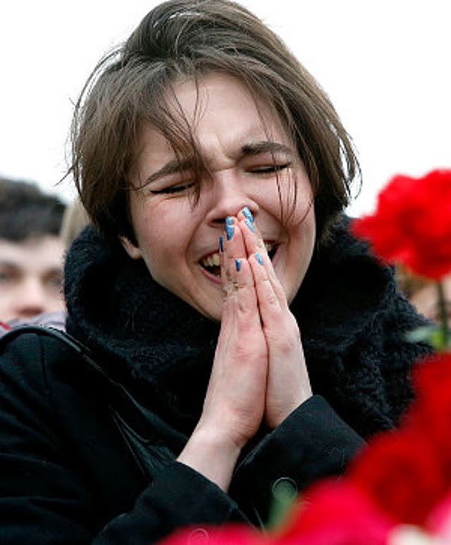 nemstov-crying-lad_3215324e