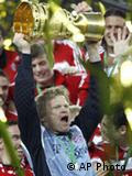 Bayern Munich soccer keeper Oliver Kahn lifting trophy