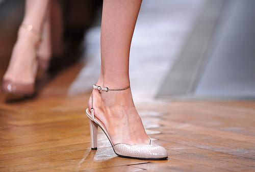 Valentino+Runway+Paris+Fashion+Week+Spring+SkOGQ_uHz2Yl