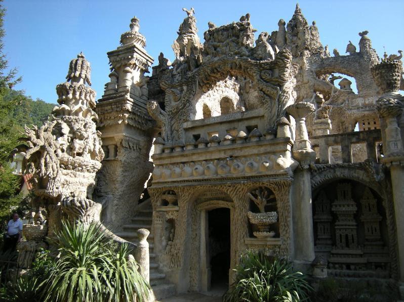 Часть дворца Шеваля. Фото