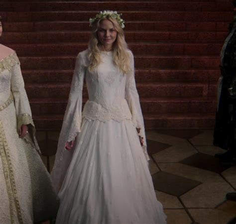 Emma Swan vs Odette (The Swan Princess)! Which dress do