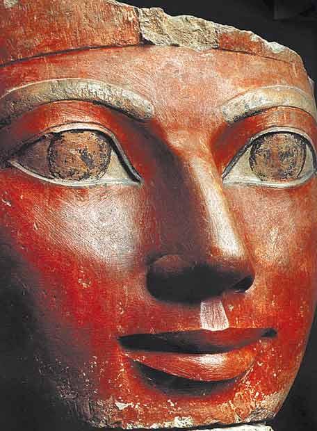 Cabeza de piedra caliza de Hatshepsut