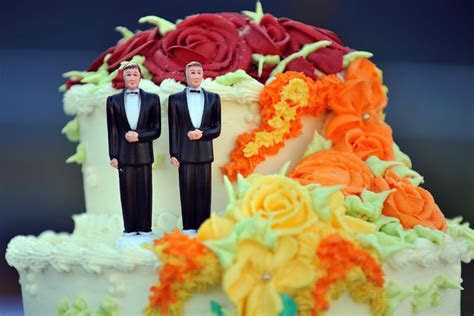 Christian Baker Forced To Bake Gay Wedding Cakes Or Make