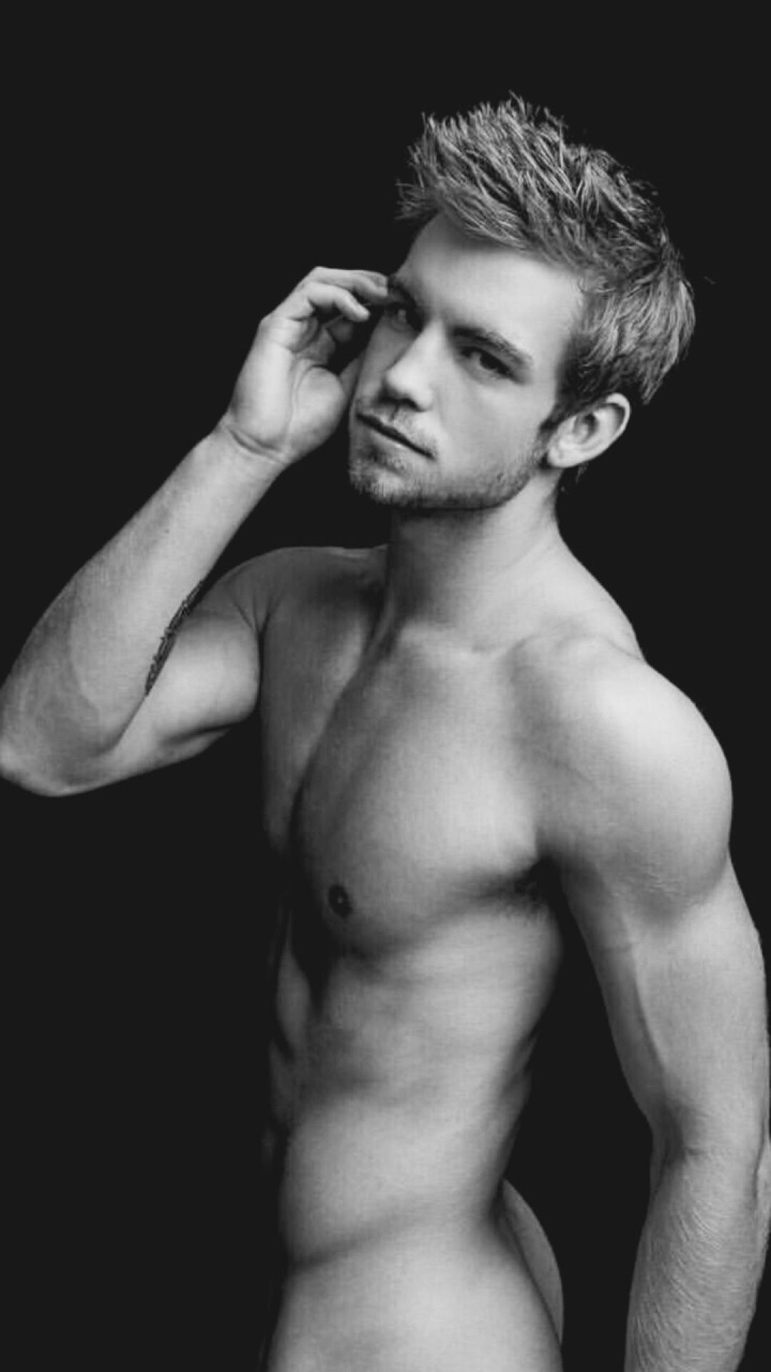 Dustin McNeer and a peek of his backsideClick here for other Dustin McNeer posts.
