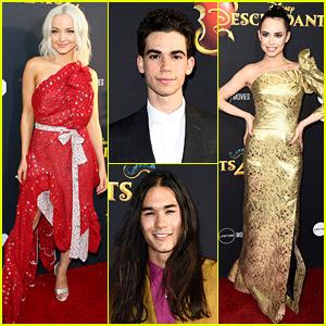 Dove Cameron, Sofia Carson, & Disney Channel's 'Descendants 2' Cast Premieres Movie in Hollywood!