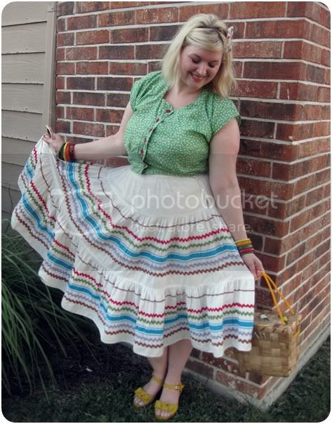 1950s summer casual fashion with bakelite rainbow bangles and vintage squaw dress patio skirt