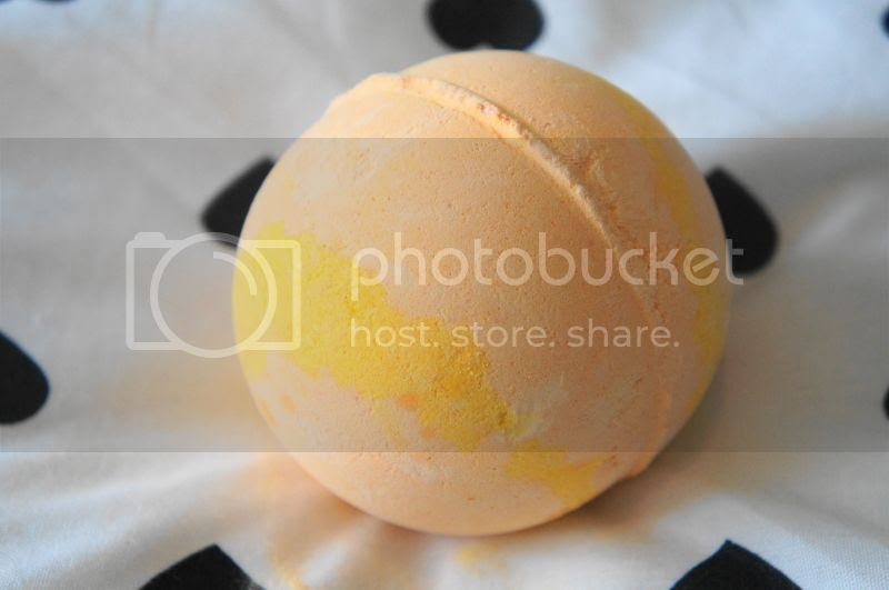 Blog of Shadows: Lush X-mas Review: The Enchanter Bath Bomb