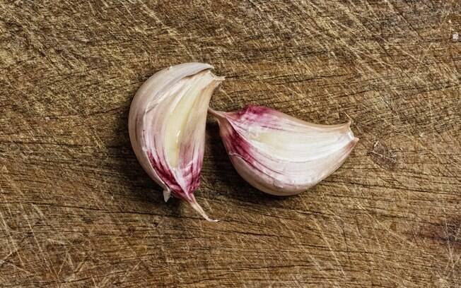 Alho: rico em uma substância chamada saponina, que reduz o colesterol ruim (LDL). Foto: Getty Images