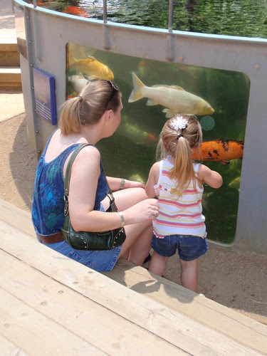 Aunt Jennifer and Laci with the  big fish (3)