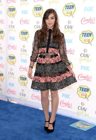 Hailee Steinfeld - Arrivals at the Teen Choice Awards