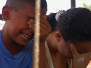 Crianças choram por não poder seguir viagem até Juazeiro do Norte (Foto: TV Verdes Mares/Reprodução)