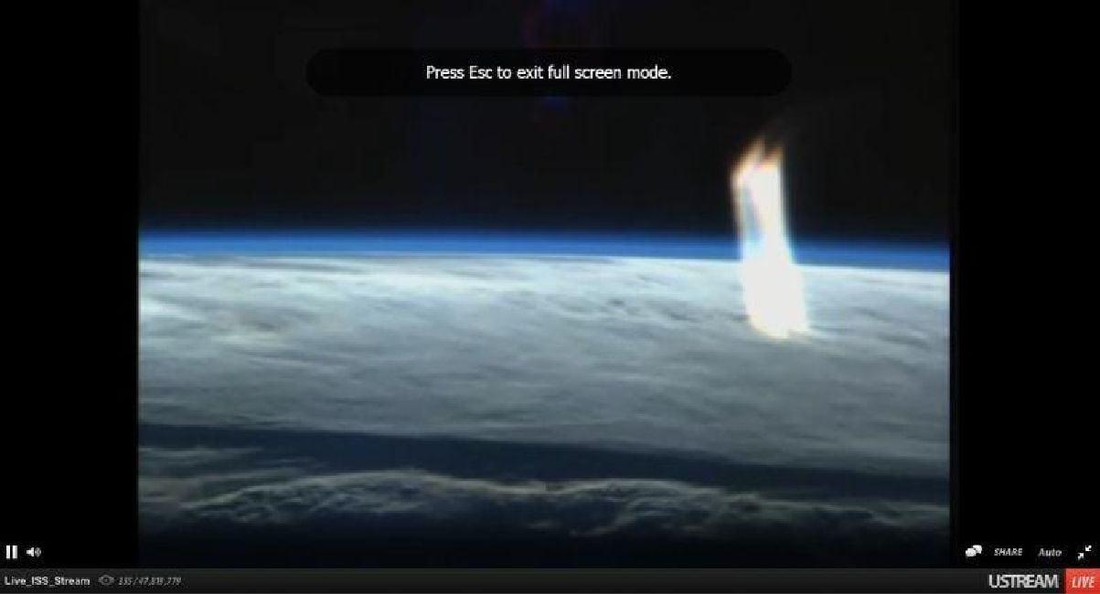 Enorme rayo de luz aparece sobre la Tierra captado en el Live Stream de la ISS