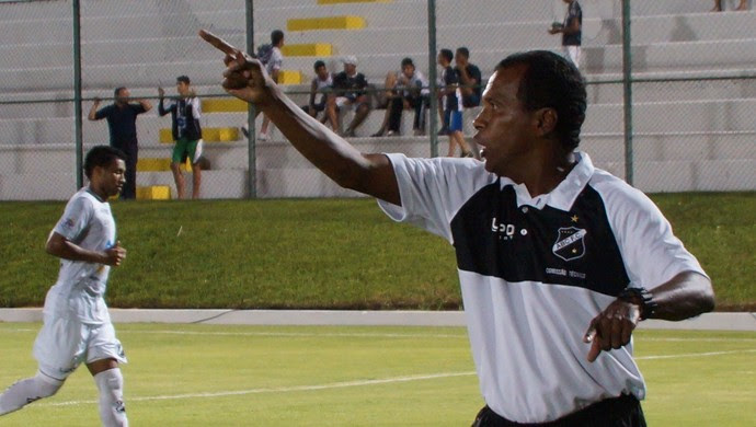 Zé do Carmo, técnico interino do ABC (Foto: Augusto Gomes)