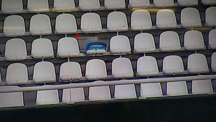 cadeiras quebradas, Engenhão, Estádio Nilton Santos (Foto: Reprodução)