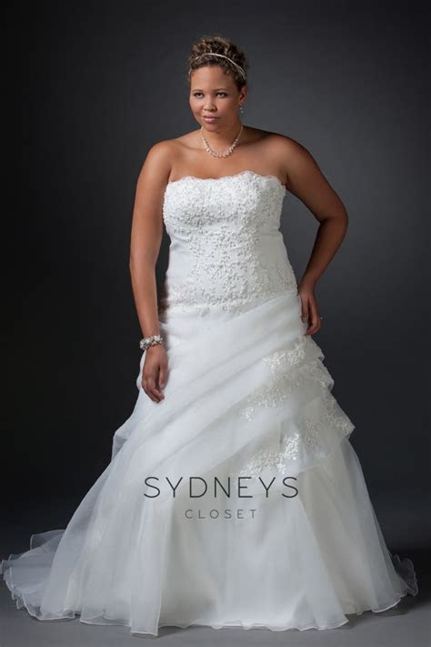 This stunning #plussize #Wedding Dress from Sydney's
