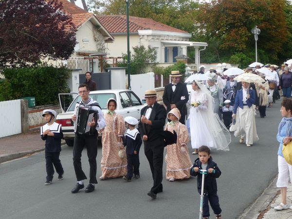 La parade conduite par l'accordéoniste et Mr Alain Tontal