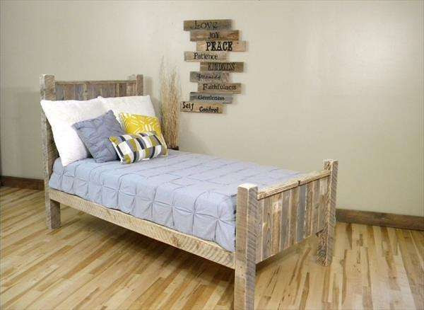 Kid's Bed from pallet