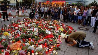 Flors i espelmes en record a les víctimes en la matança de Munic