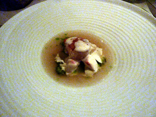 Seared scallops from Fröya under shell of horse radish, leek, spinach oil and baked roe