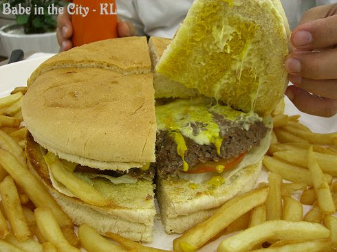 The Giant Yankee Burger - inside