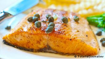 Cooked salmon steak on a plate (Photo: joemakev)