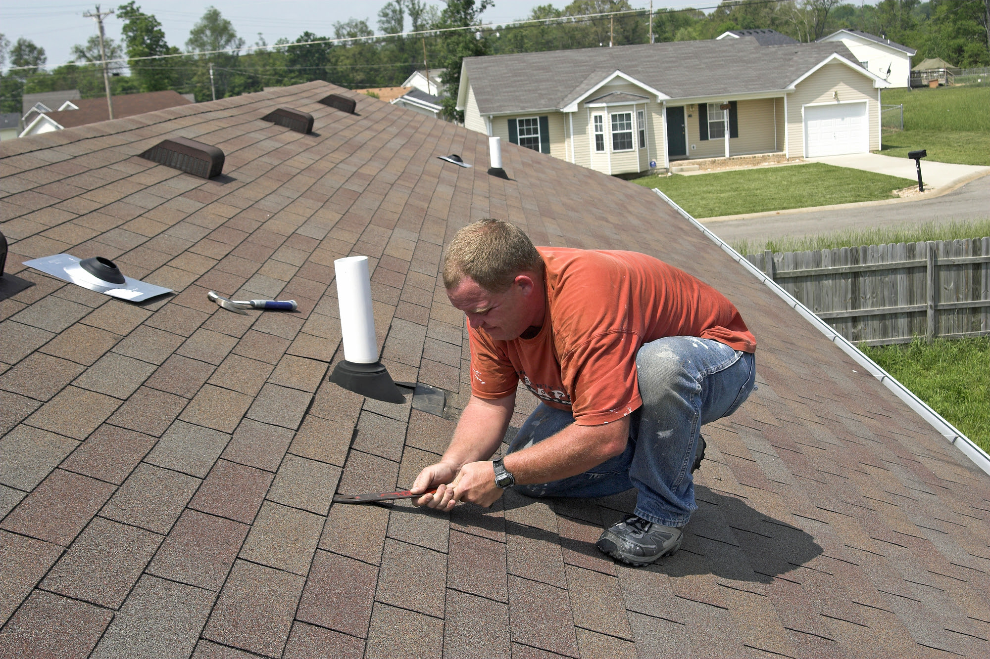 Finding Good Roof Leak Repair Chicago Contractors